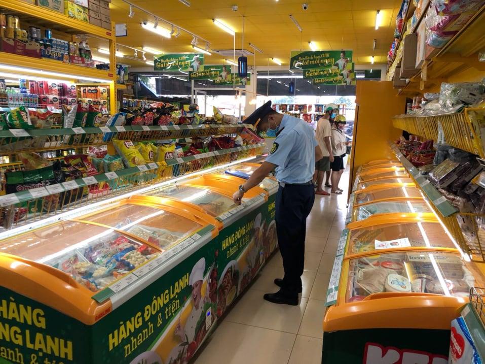 Lực lượng quản lý thị trường kiểm tra 1 cửa hàng Bách Hóa Xanh tại Đắk Lắk