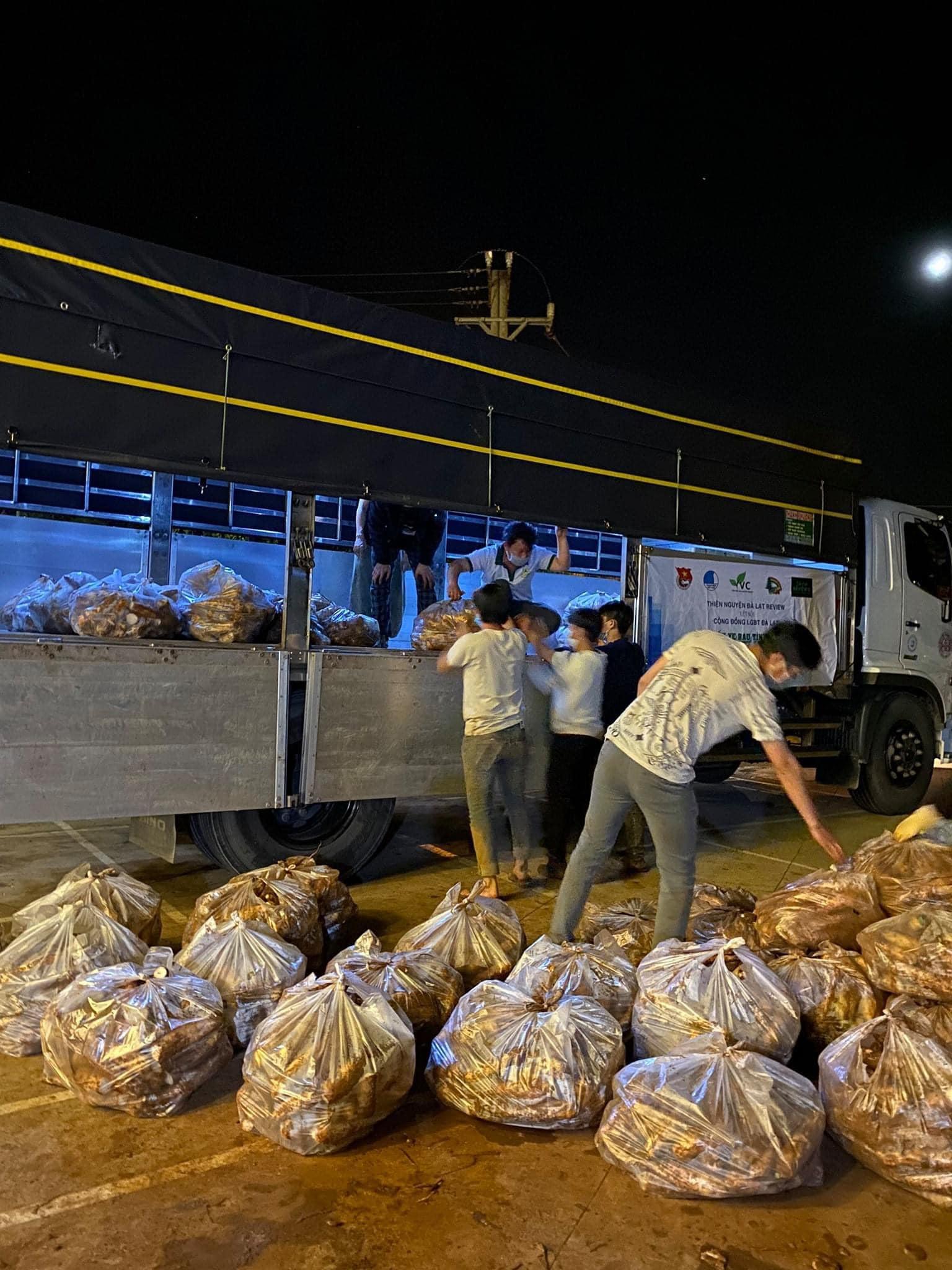 Rau củ được tập kết để chuyển từ Đà Lạt về TPHCM