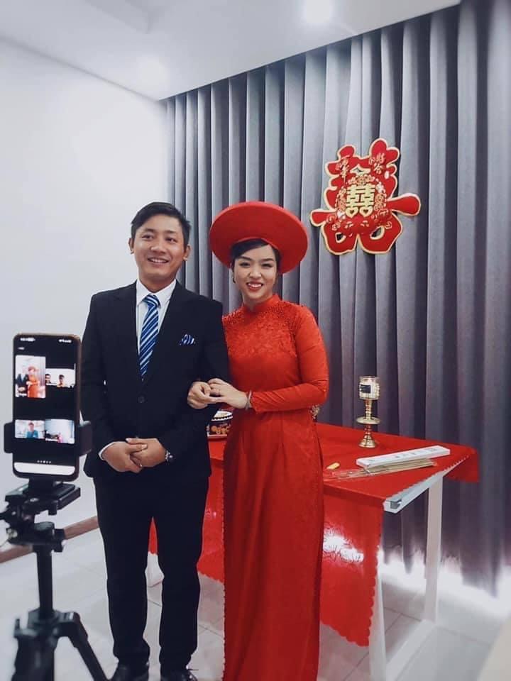 Cô dâu Khánh Thi và chú rể Văn Quan trong hôn lễ được tổ chức online vì dịch COVID-19