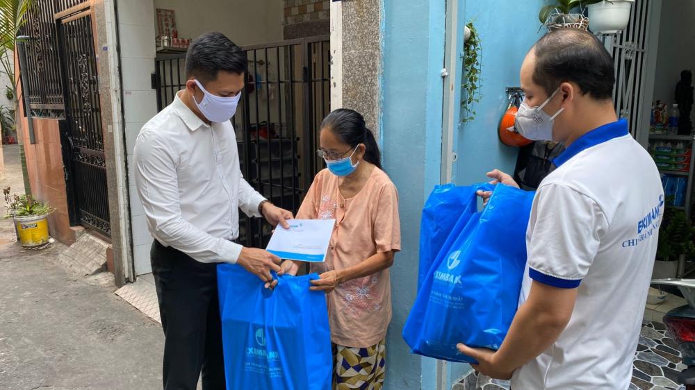 Quận Tân Bình quan tâm thực hiện chăm lo, hỗ trợ người dân khó khăn bởi ảnh hưởng của dịch COVID-19.