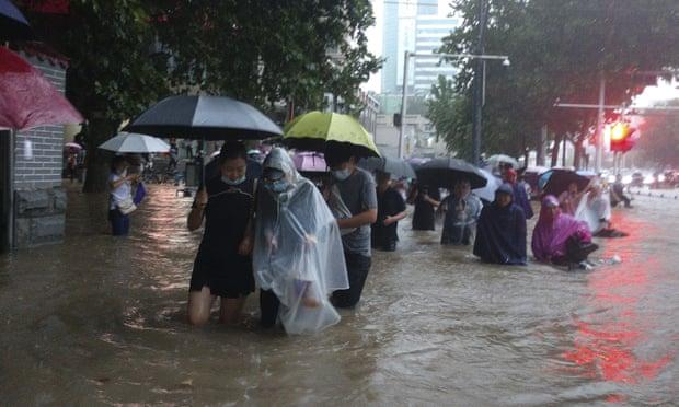 Lũ lụt diện rộng tại tỉnh Hà Nam, Trung Quốc khiến ít nhất 3 người chết.
