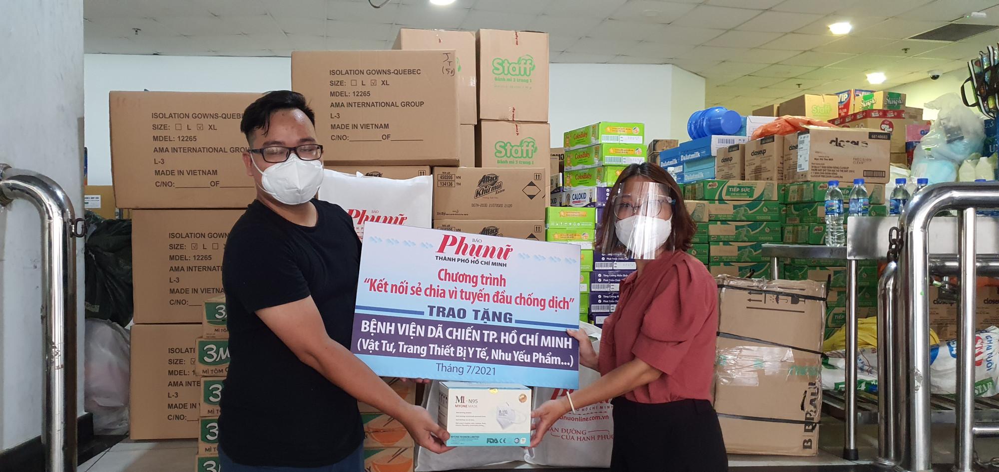 Báo Phụ nữ TPHCM tặng v65t tư, trang thiết bị y tế đến Bệnh viện dã chiến số 4