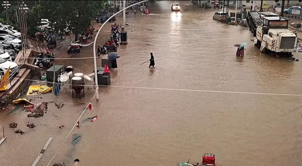 Mộ công trường tại Trinh Chau tạm dừng hoạt động vì mưa lũ