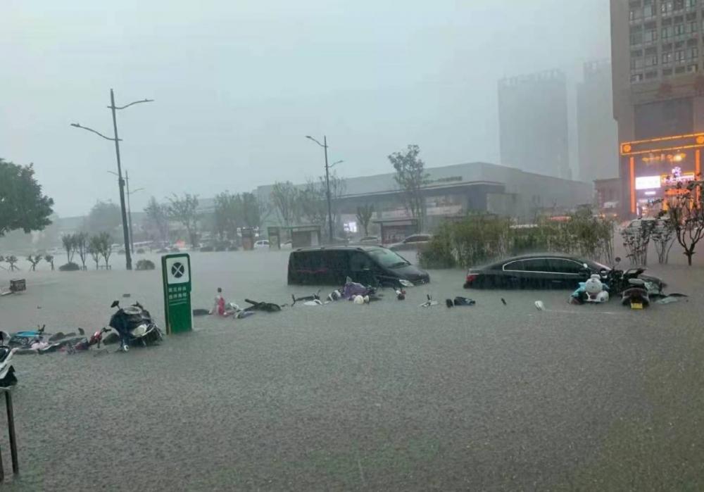 Mưa to không ngừng đổ xuống khu vực tỉnh Hà Nam gây ra lũ lụt nghiêm trọng