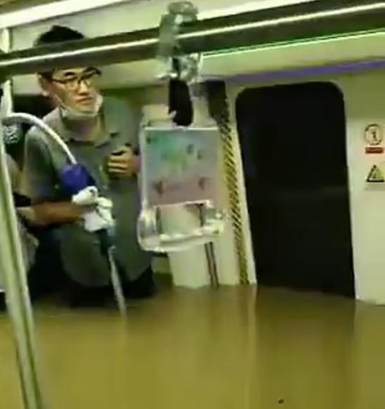 Ít nhất 12 hành khách đã thiệt mạng sau sự cố nước lũ nhấn chìm các toa tàu điện ngầm