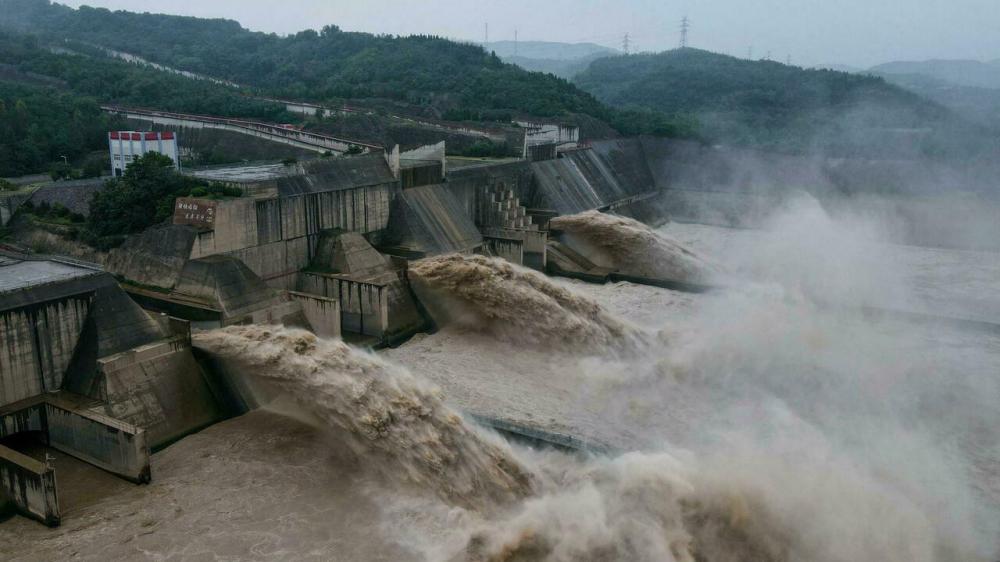 Nhà chức trách đang tìm cách bảo vệ đập Yihetan gần thành phố Lạc Dương trước nguy cơ vỡ đập do mưa lũ