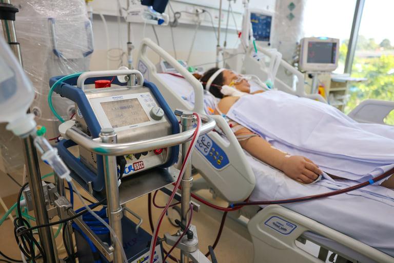 Điều trị bệnh nhân tại Bệnh viện Hồi sức COVID-19. Ảnh: Bộ Y tế