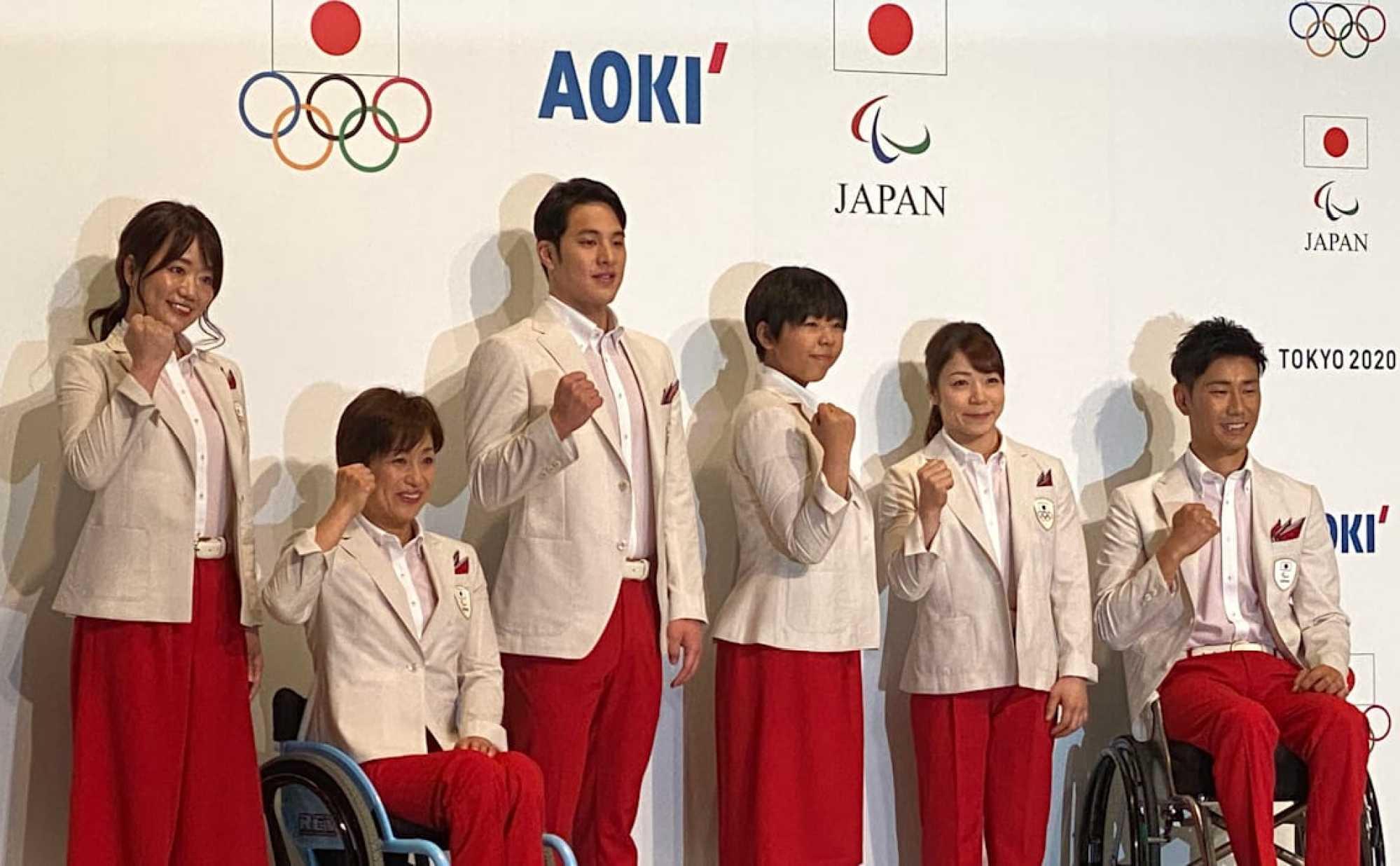 Nhật Bản: Đồng phục của các vận động viên Olympic được thiết kế bởi Aoki, bao gồm một chiếc áo khoác ngoài màu trắng kết hợp với váy hoặc quần màu đỏ, gợi lại đồng phục của các tiếp viên hàng không sử dụng từ những năm 80. Các thiết kế mang màu sắc của quốc kỳ Nhật Bản, được làm bằng sợi thực vật thân thiện với môi trường và có khả năng chống nóng, đồng thời tôn vinh bộ trang phục đội nhà đã mặc tại Thế vận hội Tokyo đầu tiên vào năm 1964.