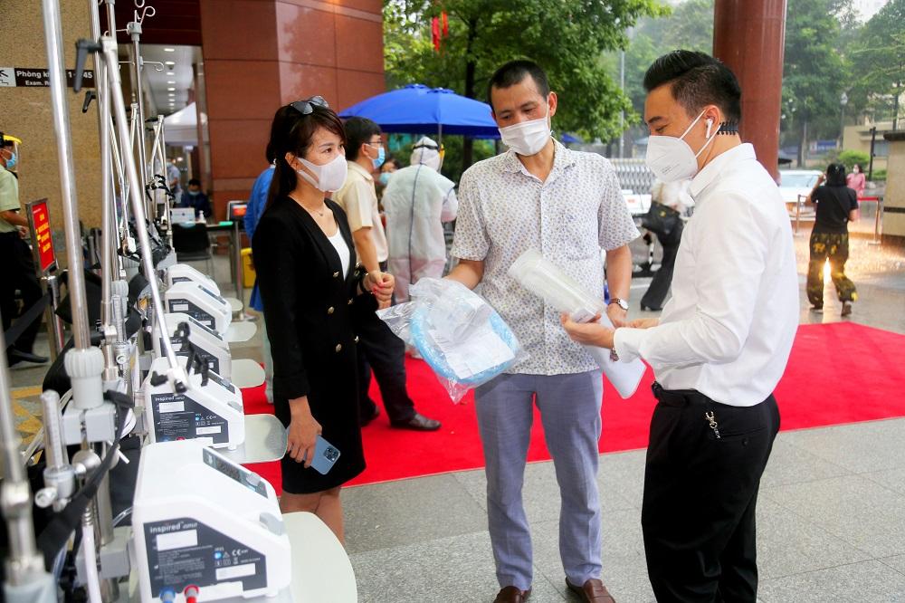 Nhà cung cấp hướng dẫn kỹ thuật viên bệnh viện Đại học Y Dược TPHCM sử dụng máy