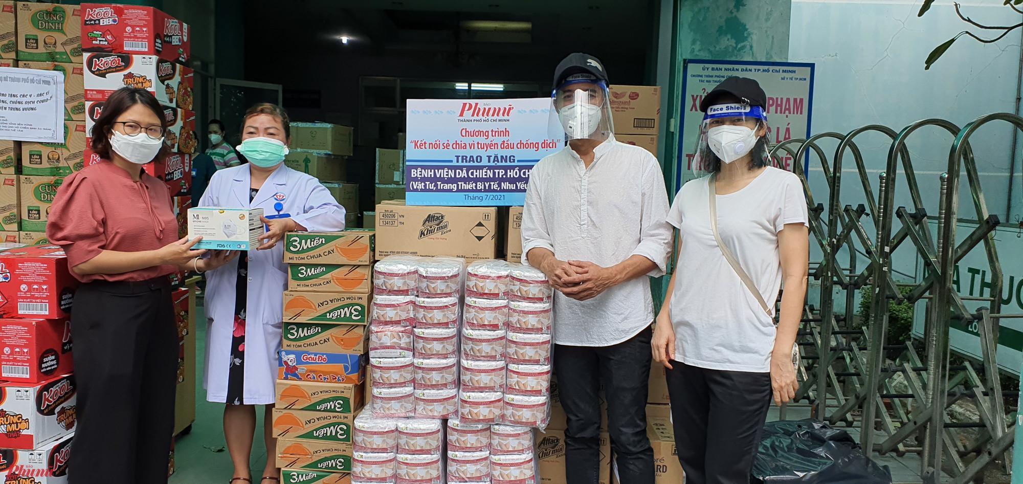 Báo Phụ nữ TPHCM tặng vật tu y tế đến bệnh viện Trưng Vương