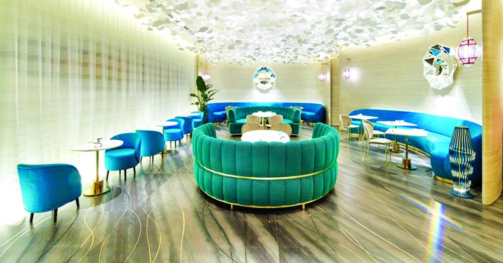 Không gian Tiffany Blue Box Café gây ấn tượng bởi màu xanh đặc trưng của thương hiệu