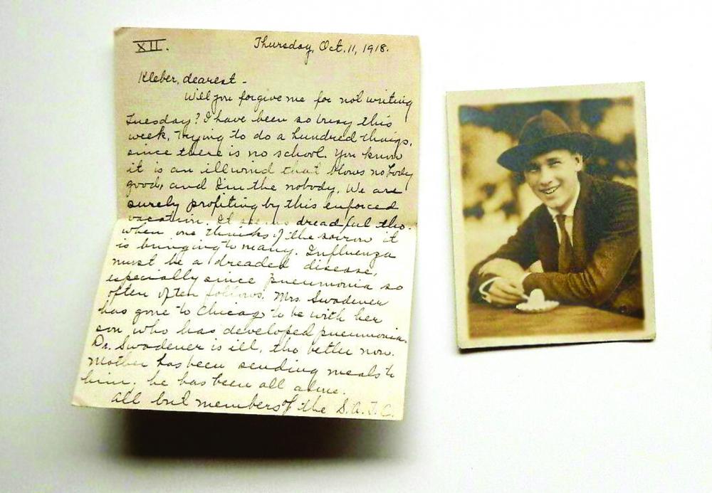 Một lá thư Hildreth gửi cho hôn phu Kleber năm 1918. Người đàn ông trong ảnh là John, em trai cô  ẢNH: ATLAS OBSCURA