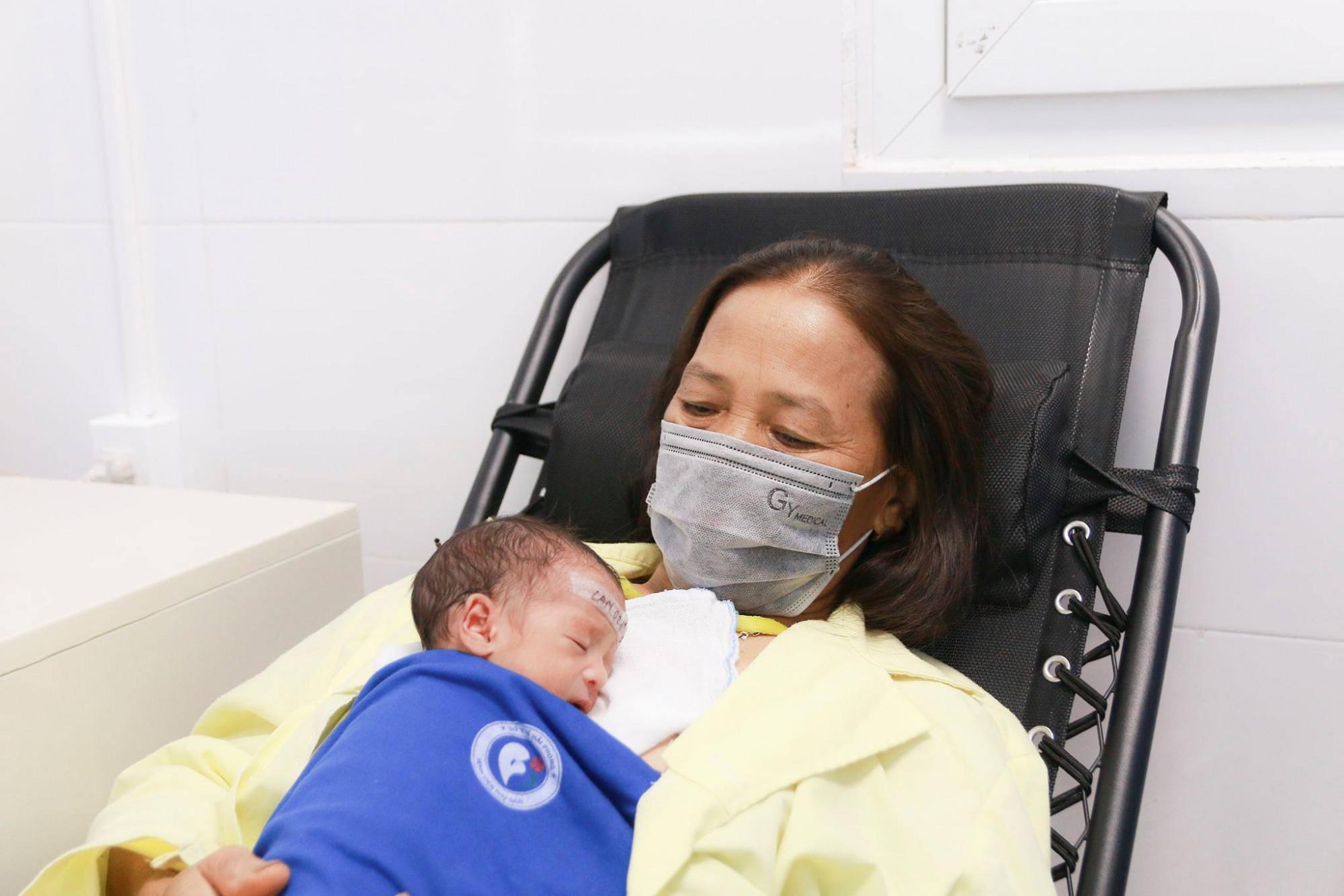 Hiện tại hai con của sản phụ đã ổn định, có thể ra viện với mẹ trong vài ngày tới