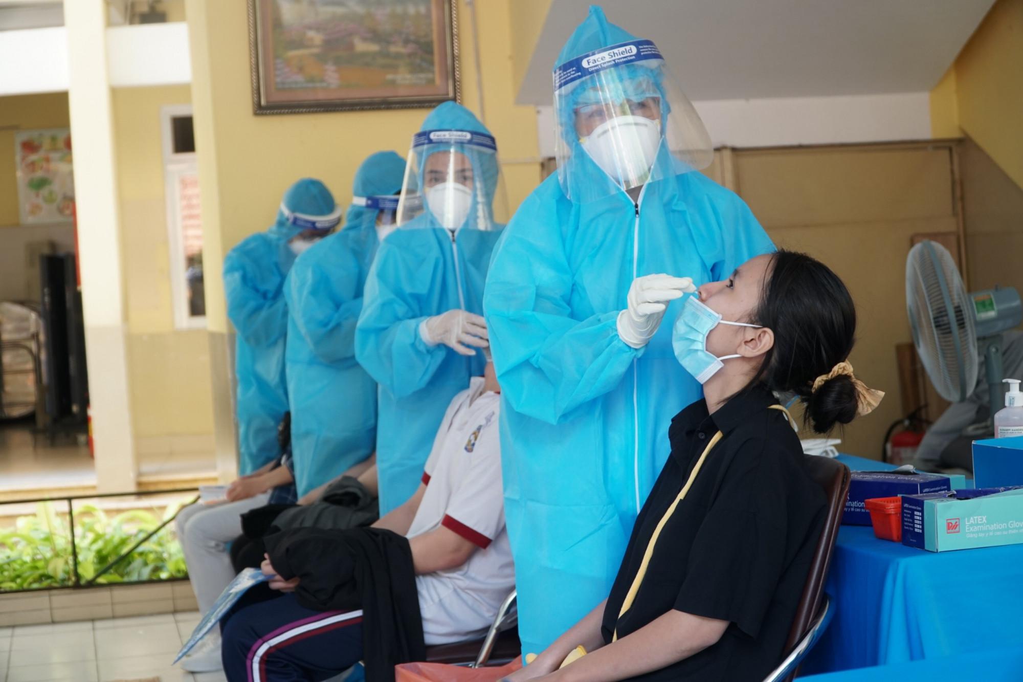 Trong điều kiện diễn biến dịch bệnh phức tạp, Sở GD-ĐT TPHCM để xuất xét đặc cách cho hơn 3.200 thí sinh đủ điều kiện dự thi đợt 2 - Ảnh: Tam Nguyên