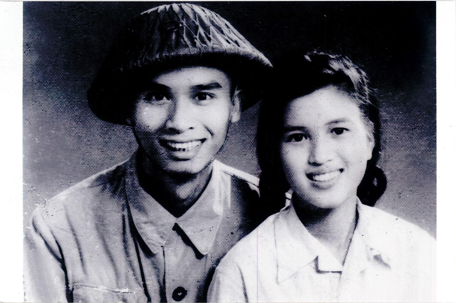 3-Ảnh ông bà Hoan - Đại chụp trong kháng chiến chống Pháp, khi ông là Vua quân y