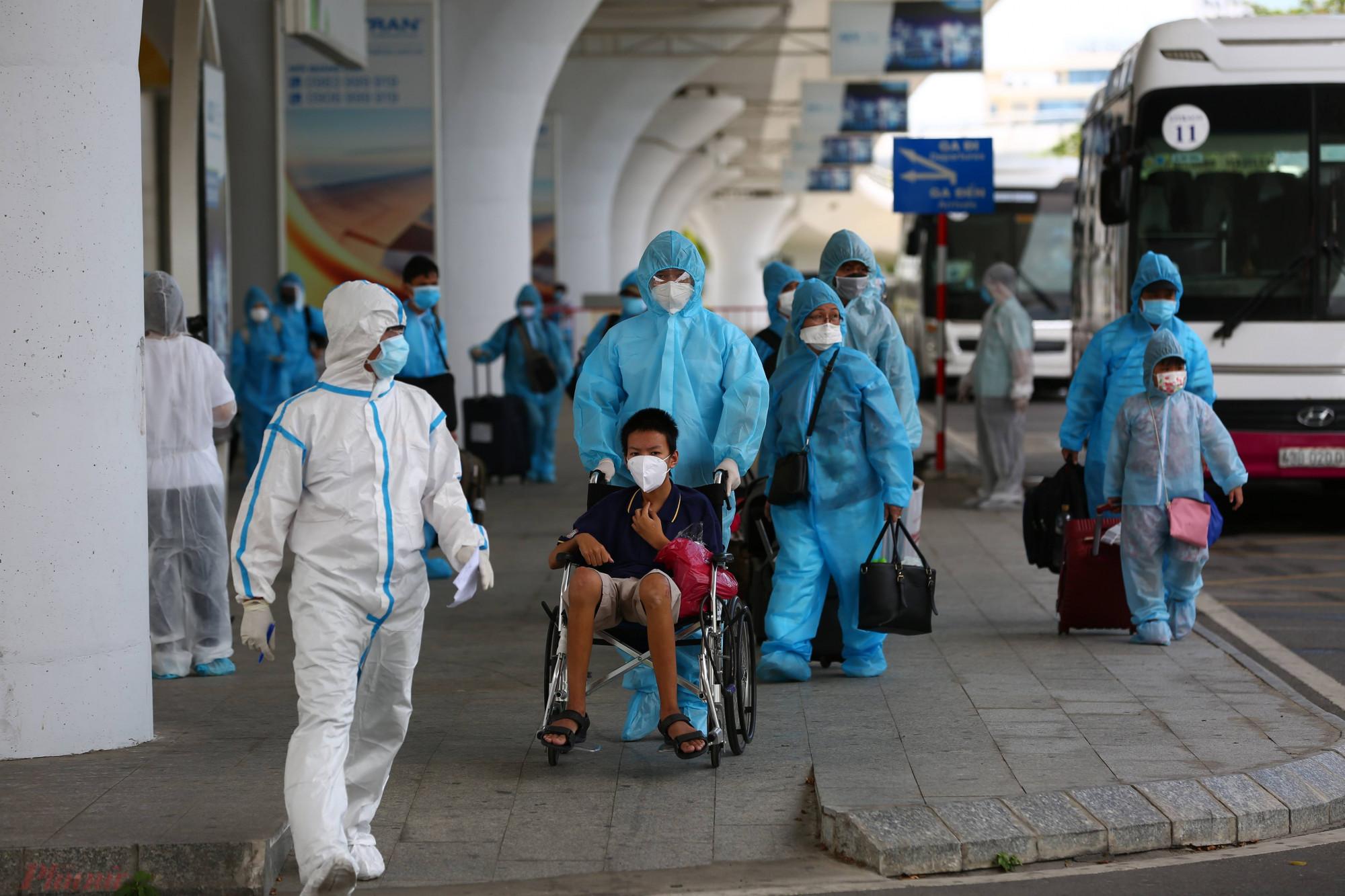 Chủ tịch Đà Nẵng Lê Trung Chinh yêu cầu giám sát chặt chẽ các cơ sở cách ly y tế tập trung, nhất là các cơ sở đang cách ly người về từ TP.HCM, không để xảy ra tình trạng lây nhiễm chéo trong khu cách ly.