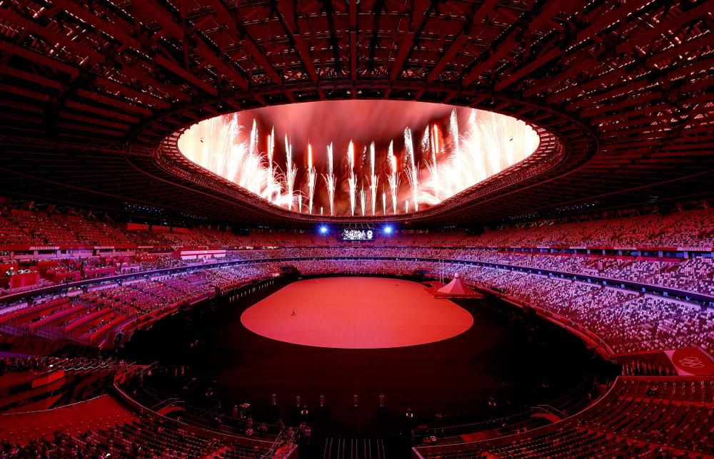 Pháo hoa tỏa sáng bầu trời đánh dấu lễ khai mạc Thế vận hội Olympic Tokyo 2020