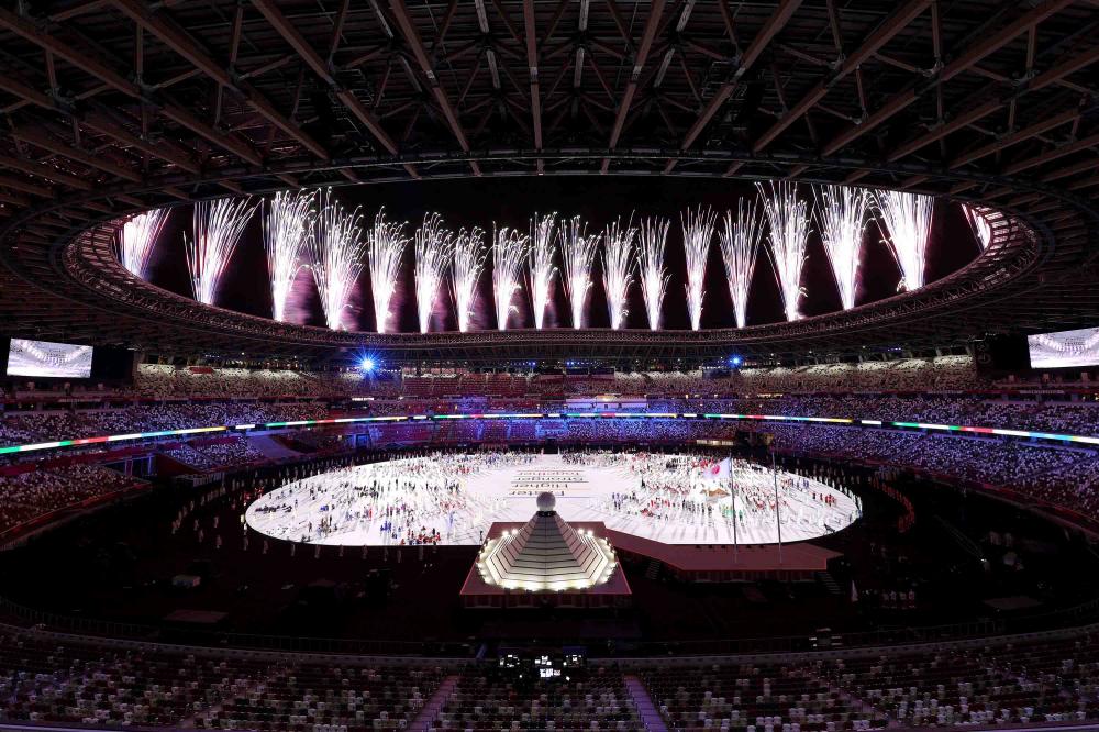 Quang cảnh chung bên trong Sân vận động Olympic giữa màn trình diễn pháo hoa
