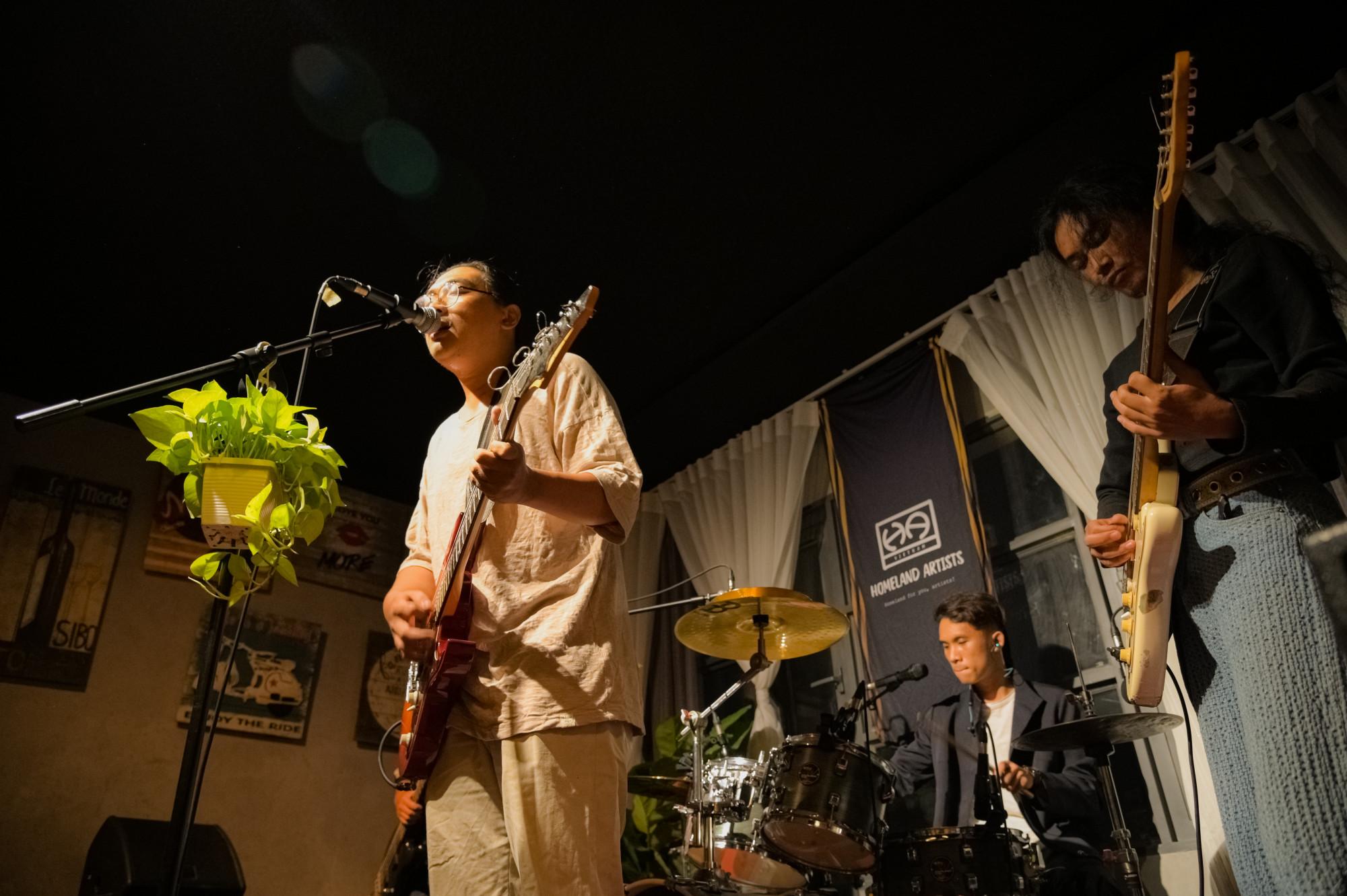 Buổi biểu diễn của Xanh vào tháng 4 vừa qua
