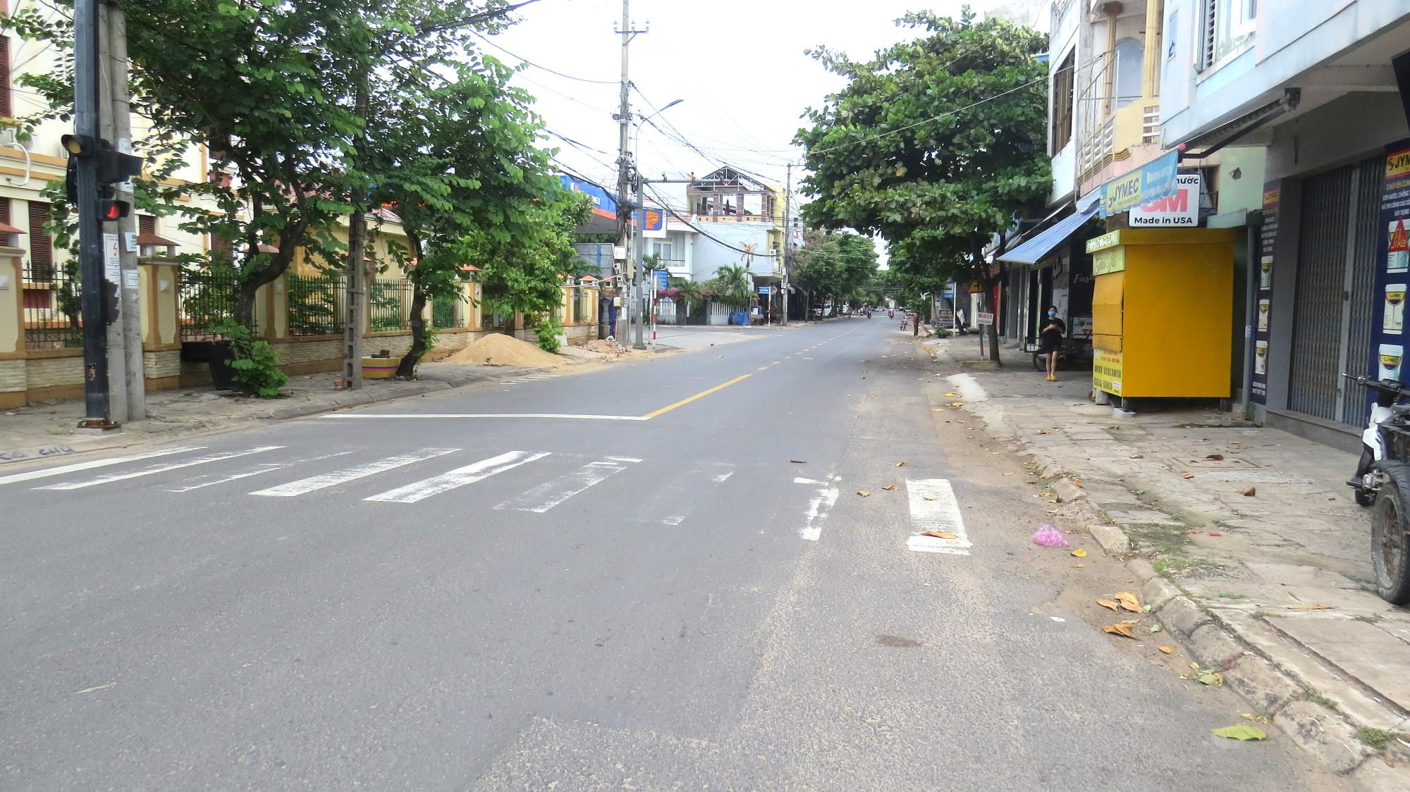 Đường Lê Thành Phương, TP. Tuy Hòa (Phú Yên) vắng người qua lại
