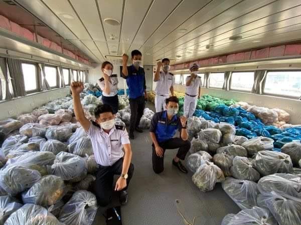 Tàu cao tốc sẽ chở 25 tấn nông sản từ Tiền Giang về TPHCM hỗ trợ người dân - Ảnh: Trần Song Hải