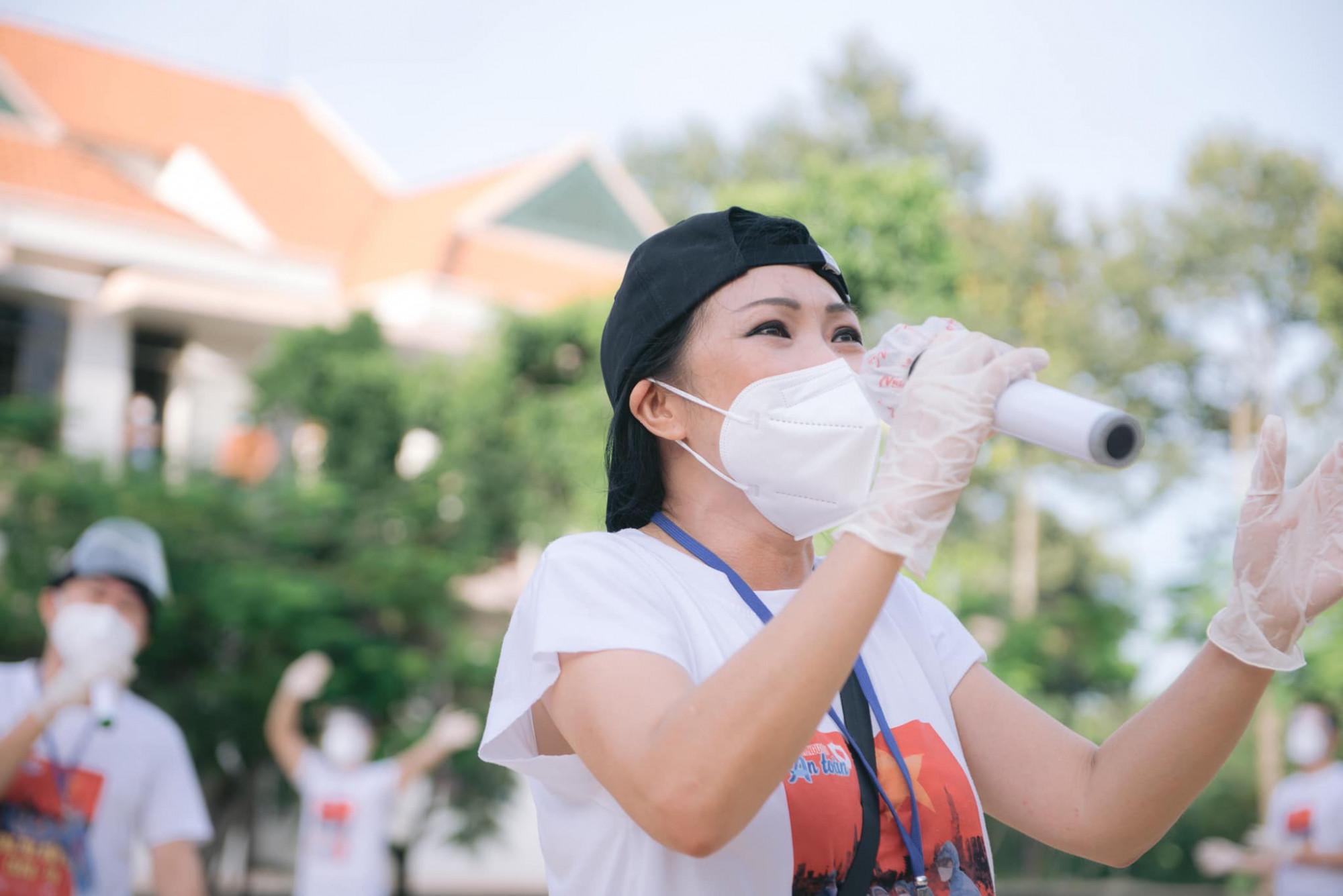 Ca sĩ Phương Thanh cho biết khi tiếng hát được cất lên giữa những hiểm nguy, khốn kho càng quý giá hơn.