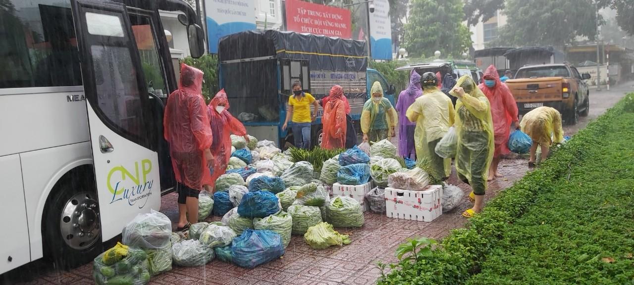 Hàng hóa và thực phẩm từ Tỉnh Trà Vinh đã được chuyển đến TPHCM