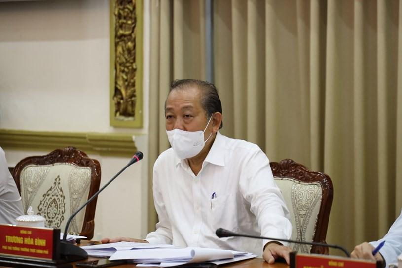 Phó Thủ tướng Trương Hòa Bình trong một cuộc họp chỉ đạo phòng chống dịch COVID-19 tại TPHCM