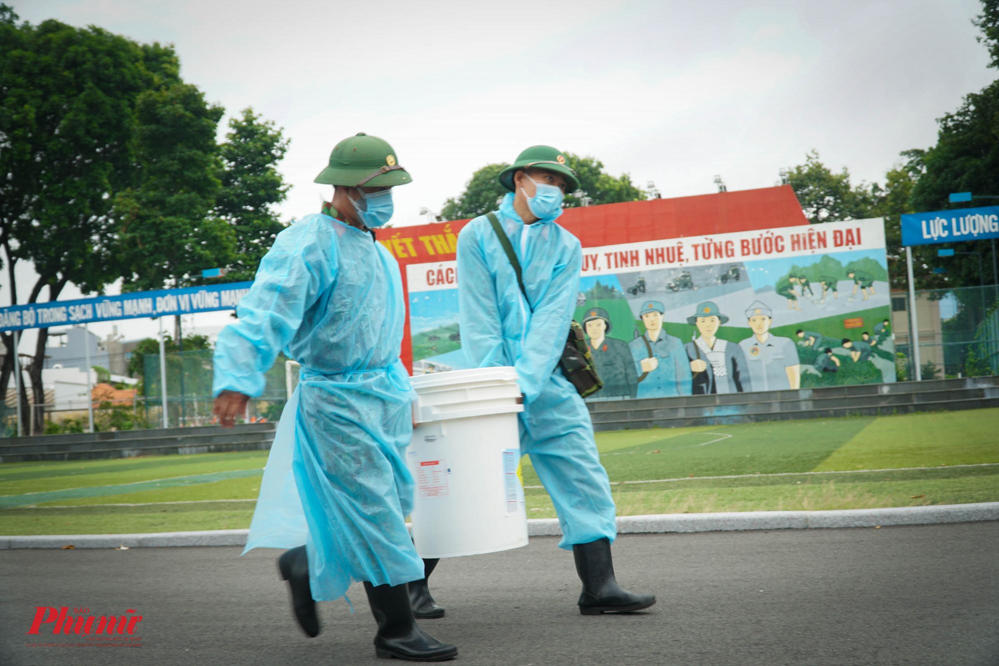Nguyên liệu phục vụ cho việc tiêu độc, khử khuârn được chuẩn bị