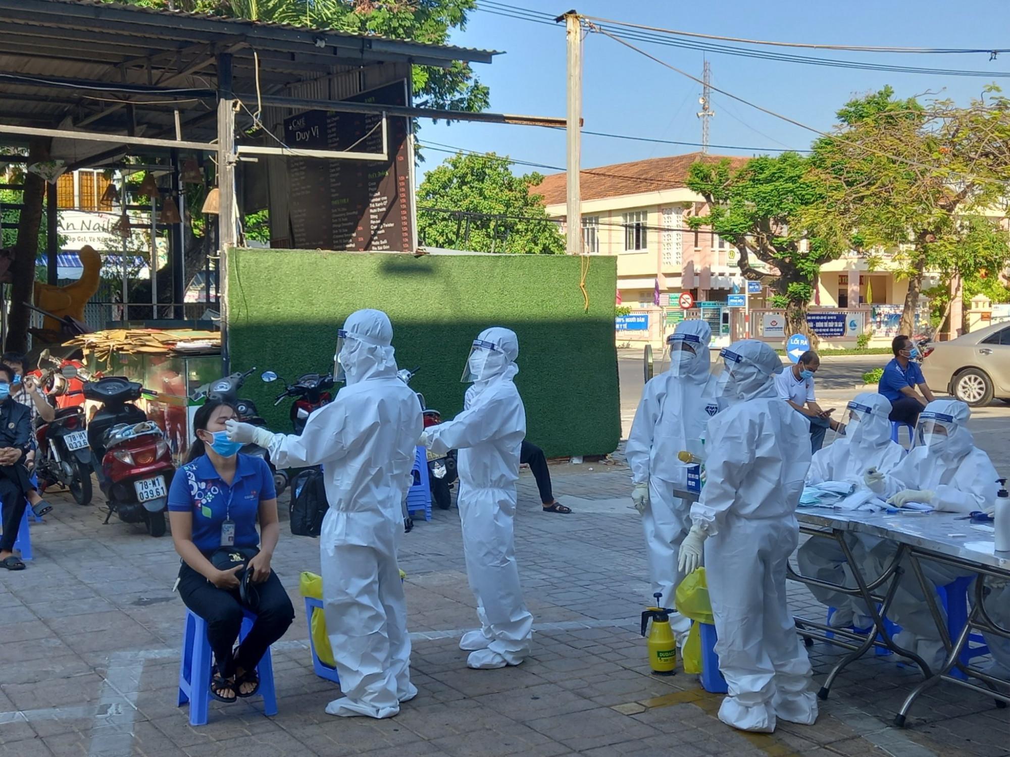 Ngành y tế Phú Yên xét nghiệm COVID-19