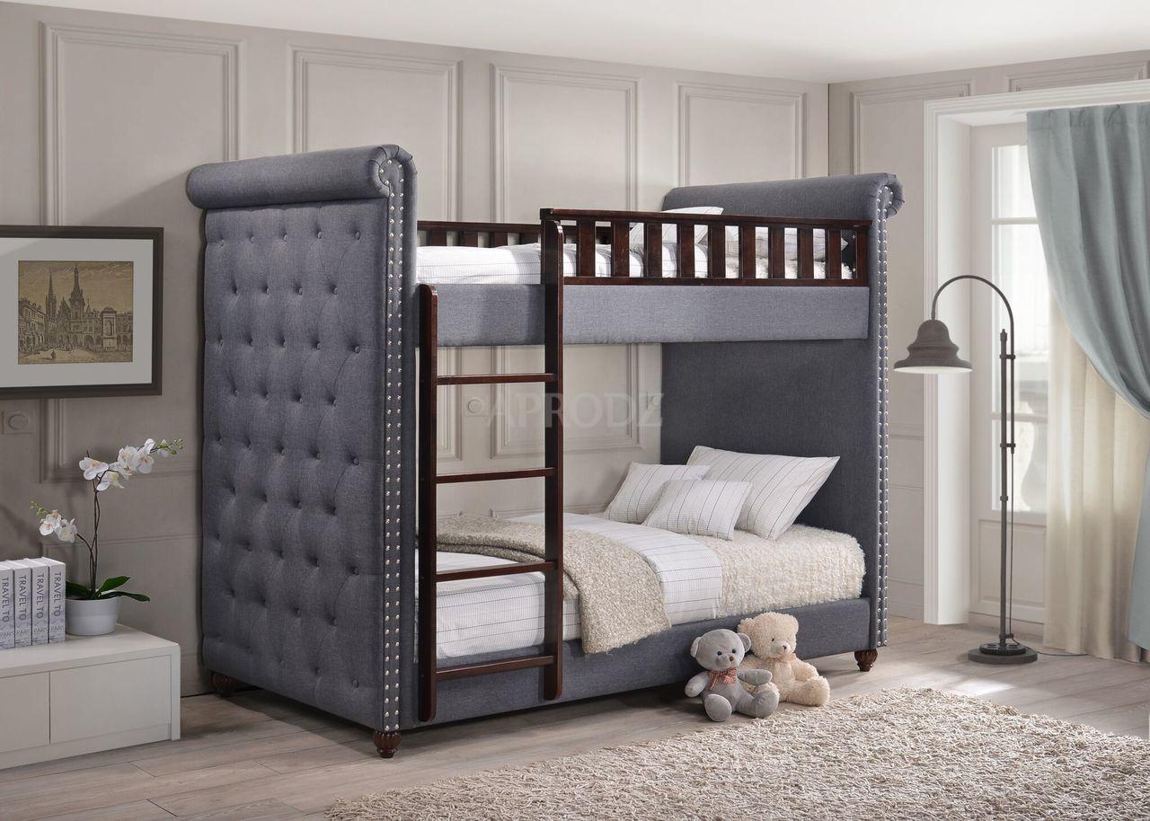 Đồ nội thất thường xanh như ghế sofa, ghế và giường có váy có thể tạo cảm giác hình hộp. Tuy nhiên, đồ nội thất chân tiếp xúc sẽ tạo ra ảo giác về không gian rộng hơn trong phòng.