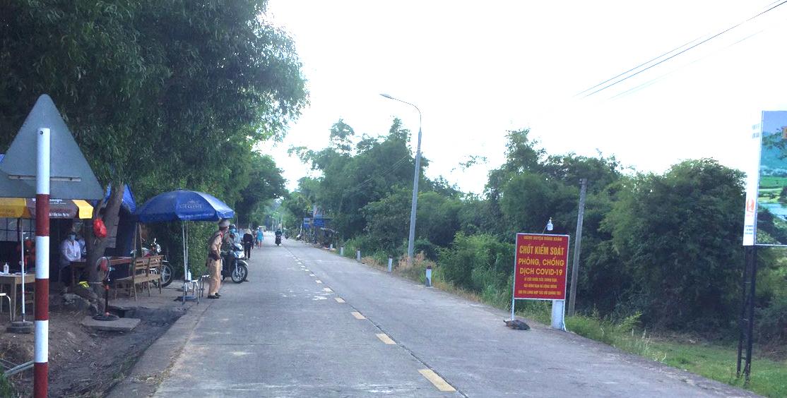 Chốt kiểm tra phòng, chống dịch Covid-19 huyện Đồng Xuân (Phú Yên)