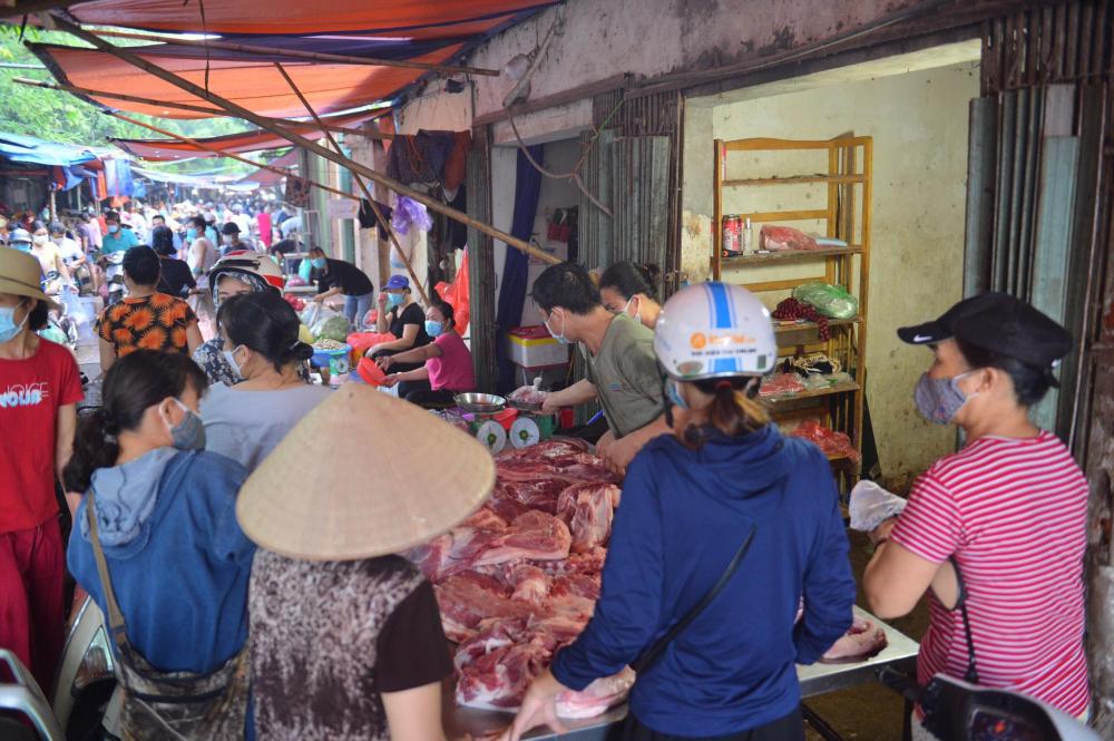 Bí thư Thành ủy Hà Nội cho rằng, các trung tâm thương mại, siêu thị, cửa hàng tiện ích phải có phương án duy trì hoạt động ngay cả khi phát hiện có ca F0