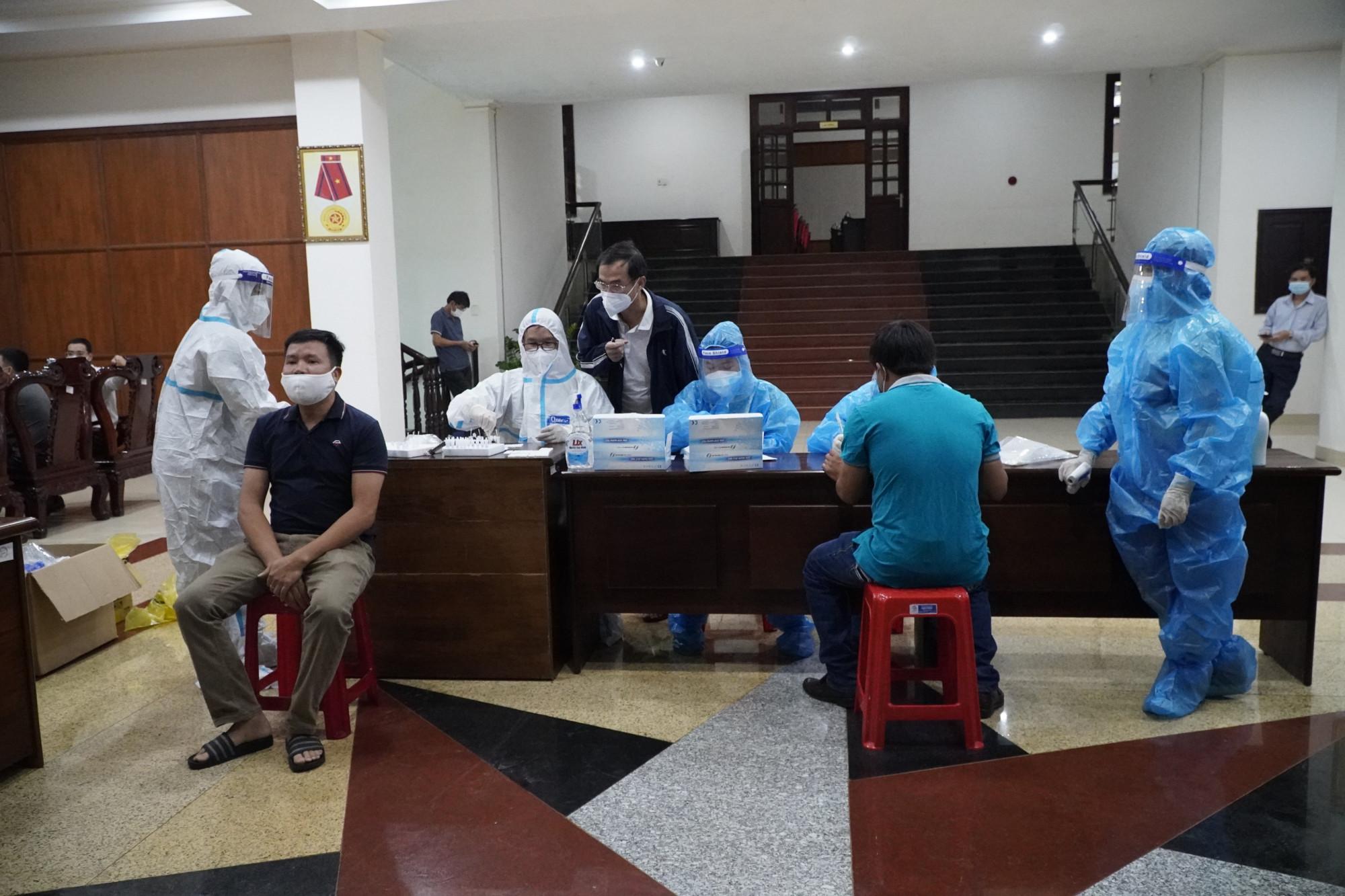 Tỉnh Đắk Nông vừa ghi nhận một trường hợp là giáo viên đi từ TPHCM về dương tính với SARS-CoV-2