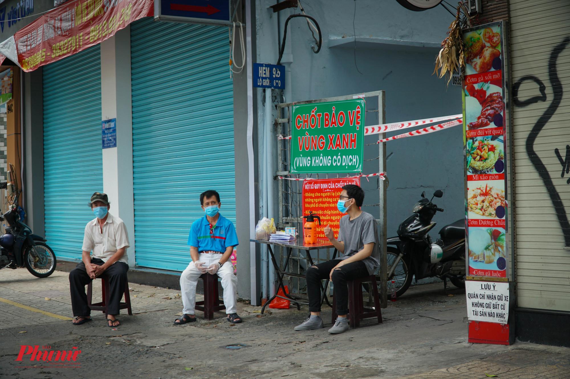 """Một """"chốt bảo vệ vùng xanh""""  khác trên đường Cao Thắng"""