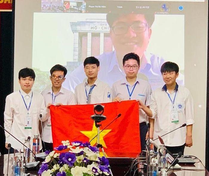 Cả 6/6 học sinh Việt Nam đều đoạt Huy chương tại Olympic Toán học quốc tế 2021