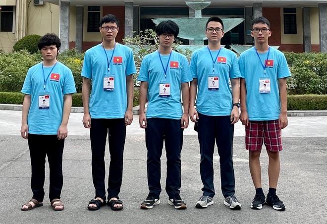 Đội tuyển Việt Nam tham dự Olympic Vật lý Quốc tế 2021.