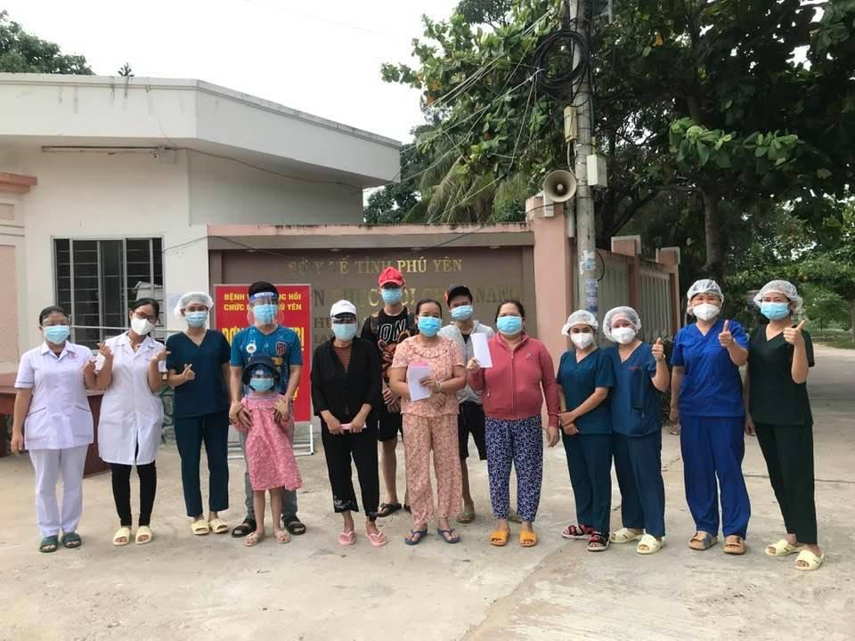 Bệnh nhân xuất viện tại Bệnh viện dã chiến COVID Phục hồi chức năng Phú Yên