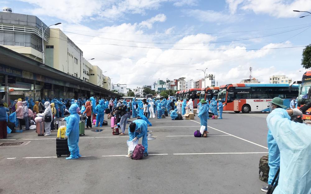 Toàn cảnh người dân ở TP.HCM chuẩn bị được đón về quê