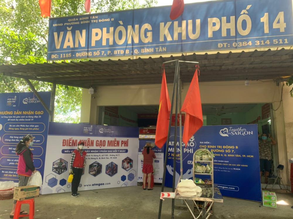 ATM gạo đặt tại trụ sở văn phòng khu phố 14, phường Bình Trị Đông B, quận Bình Tân.