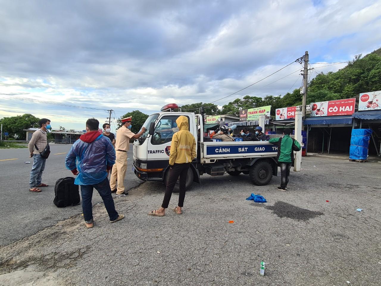 Đưa người và công dân quê ở Huế về cách ly tại Ký túc xá của Đại học Huế tại đường Hồ Đắc Di