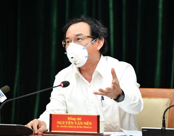 Ủy viên Bộ Chính trị, Bí thư Thành ủy TPHCM NGuyễn Văn Nên đề nghị Hội nghị đem tất cả tâm huyết để thảo luận công tác phòng chống dịch