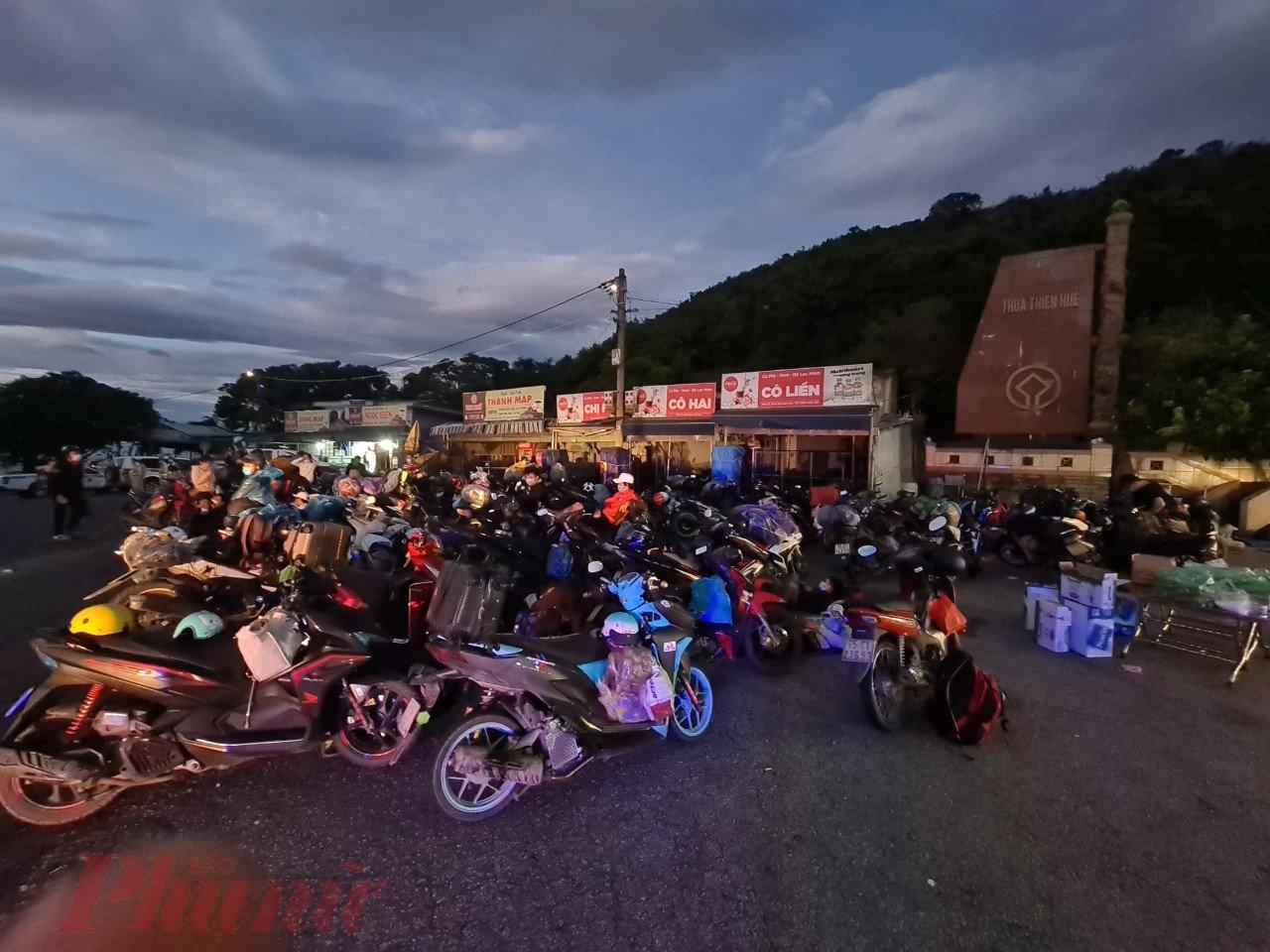 Công an TP.Đà Nẵng cho hay, lúc 17g ngày 24/7, CATP nhận thông tin có khoảng hơn 100 xe máy với gần 200 người từ TP.HCM theo đường Hồ Chí Minh về các tỉnh phía Bắc tránh dịch, sẽ di chuyển qua địa bàn thành phố.
