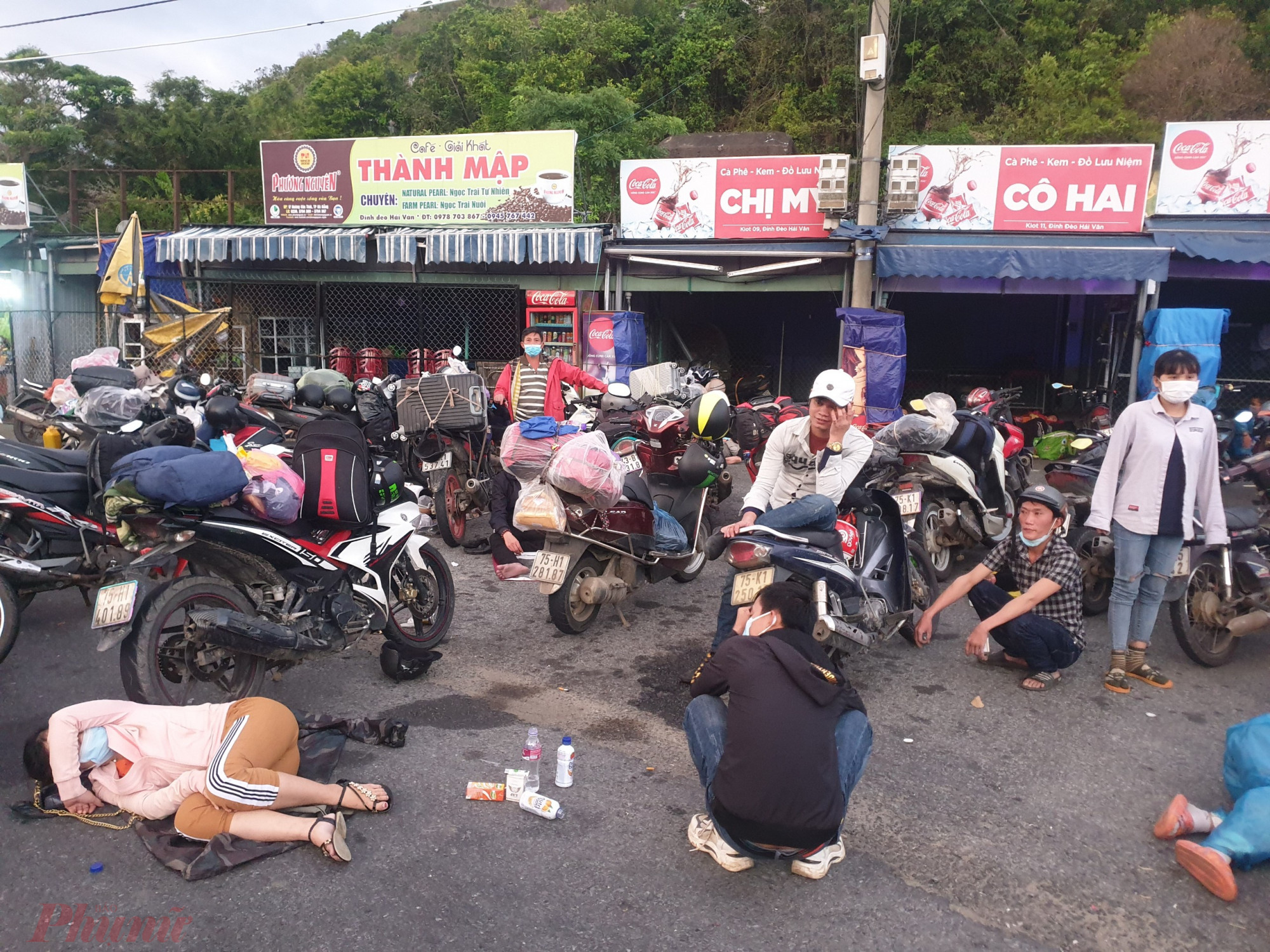 Đến 5g47, CATP Đà Nẵng đã bàn giao số người trên cho tỉnh Thừa Thiên Huế tại đỉnh đèo Hải Vân gồm: Thừa Thiên Huế: 99 người đi 56 xe; Quảng Trị: 1 người/1 xe; Nghệ An: 25 người/14 xe; Hà Tĩnh: 01 người/1 xe.