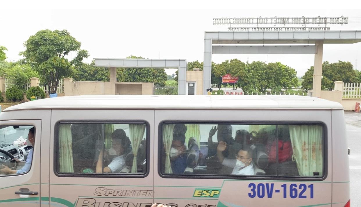 Các y bác sĩ của Bệnh viện Bệnh Nhiệt đới Trung ương lên đường chi viện cho TPHCM chống dịch