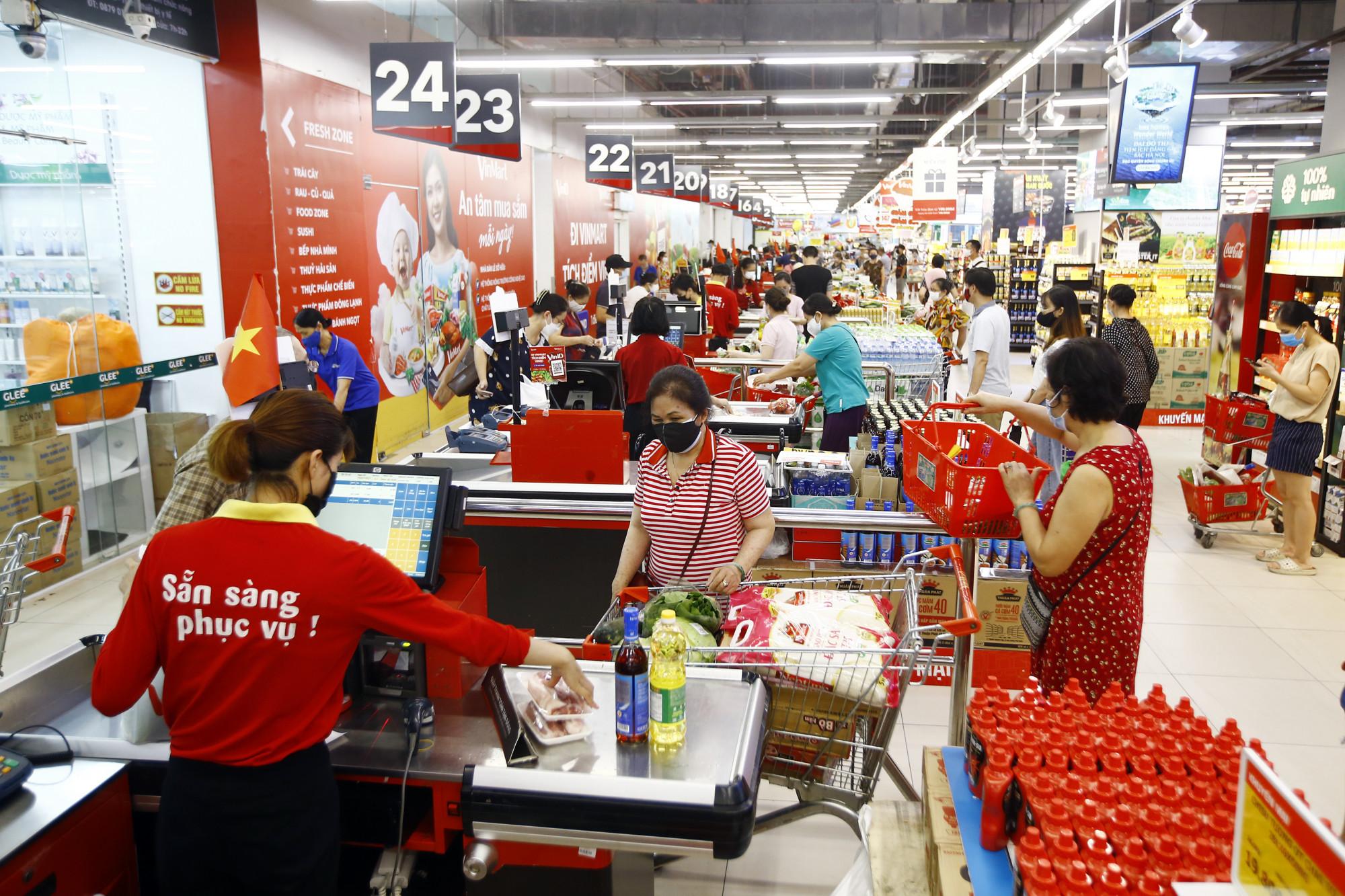 """Gói bảo hiểm """"Khỏe mạnh trong mùa dịch"""" được áp dụng từ ngày 26/7 đến 25/8  với khách hàng có hóa đơn mua sắm trực tiếp chỉ từ 300.000 đồng - Ảnh: Masan"""