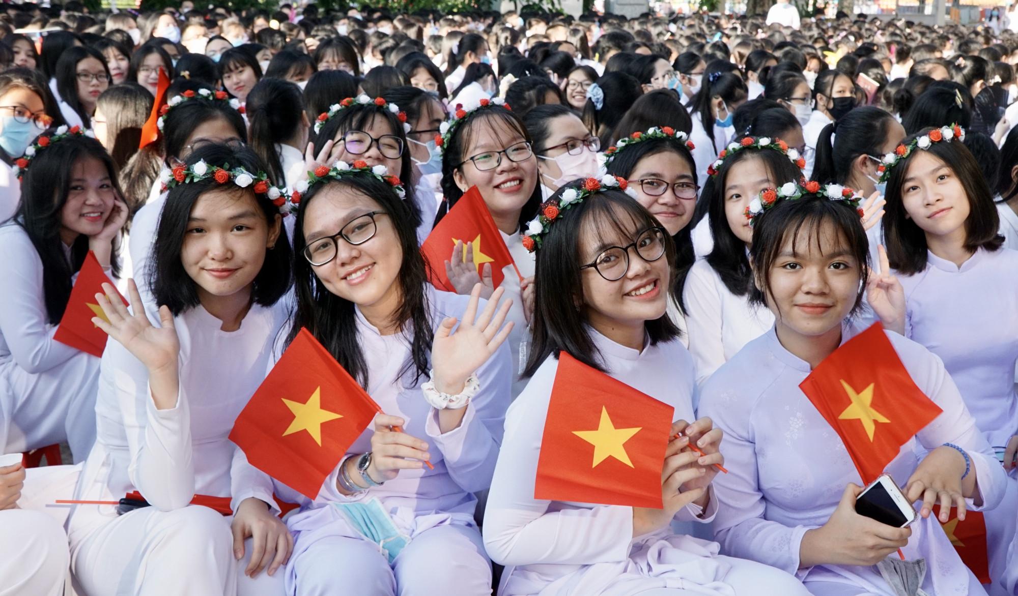 Học sinh lớp 10 Trường THPT Mạc Đĩnh Chi trong lễ khai giảng năm học mới