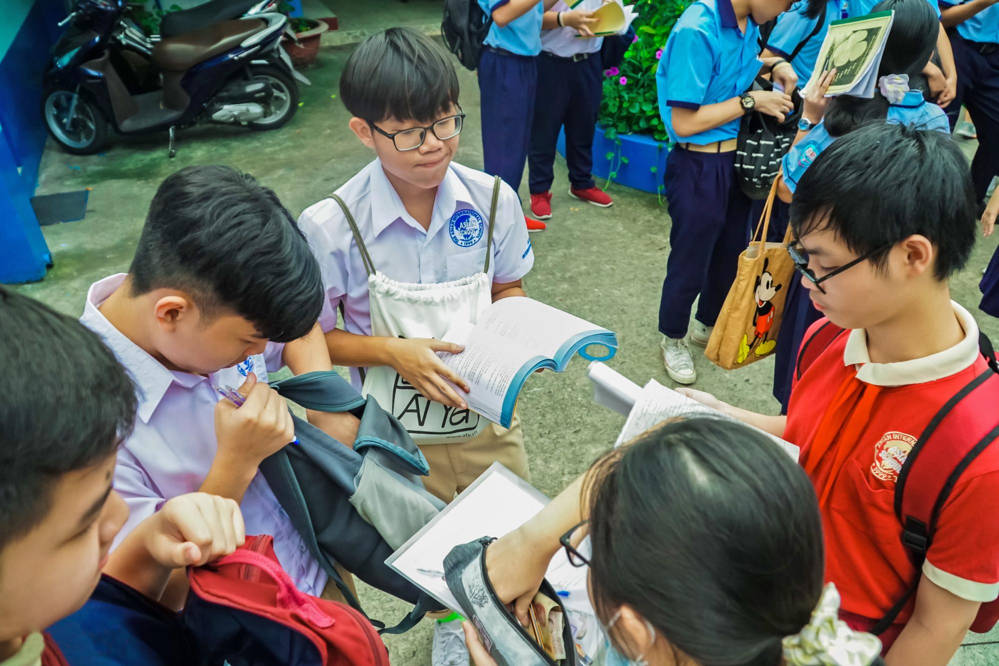 Thí sinh TP.HCM dự kỳ thi tuyển sinh vào lớp Mười năm 2020 - ẢNH: TAM NGUYÊN