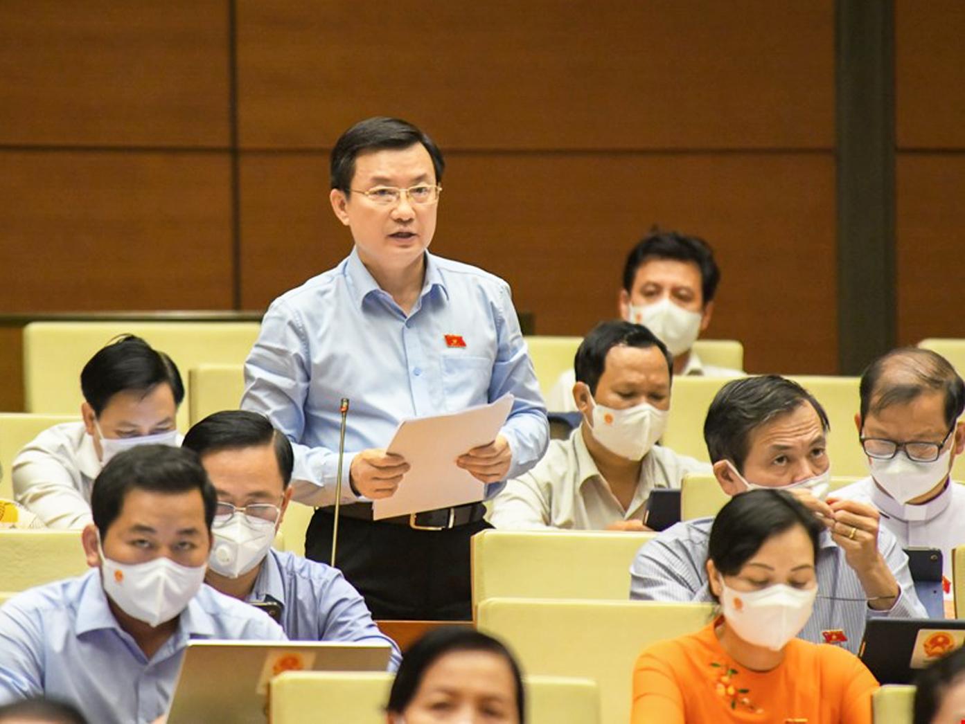 Đại biểu Quốc hội Phạm Trọng Nhân (Bình Dương) lo lắng về nguy cơ quá tải khi dịch COVID-19 đạt đỉnh