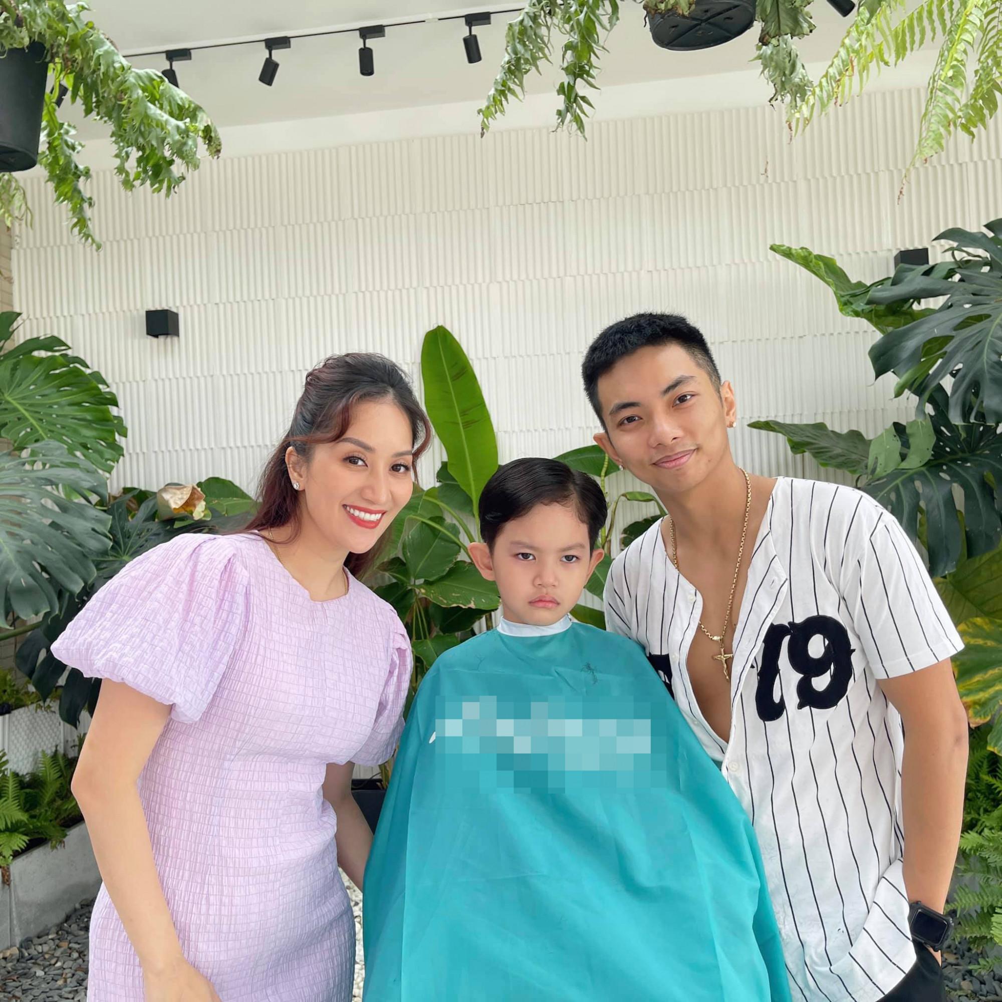Phan Hiển lần đầu cắt tóc cho con trai